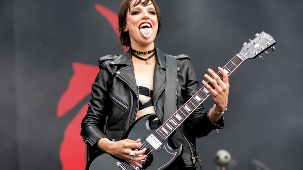 Lzzy-Hale-Rock-am-Ring-2019-WIkipedia-Creative-Commons-1280x720.jpg