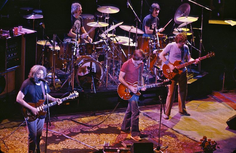 800px-Grateful_Dead_at_the_Warfield-01.jpg